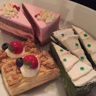 ケーキ盛り合わせ(LOTUS (ロータス))