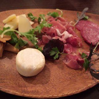 生ハムとサラミ チーズの盛り合わせ(オステリア カルドゥッチョ (Osteria Calduccio))