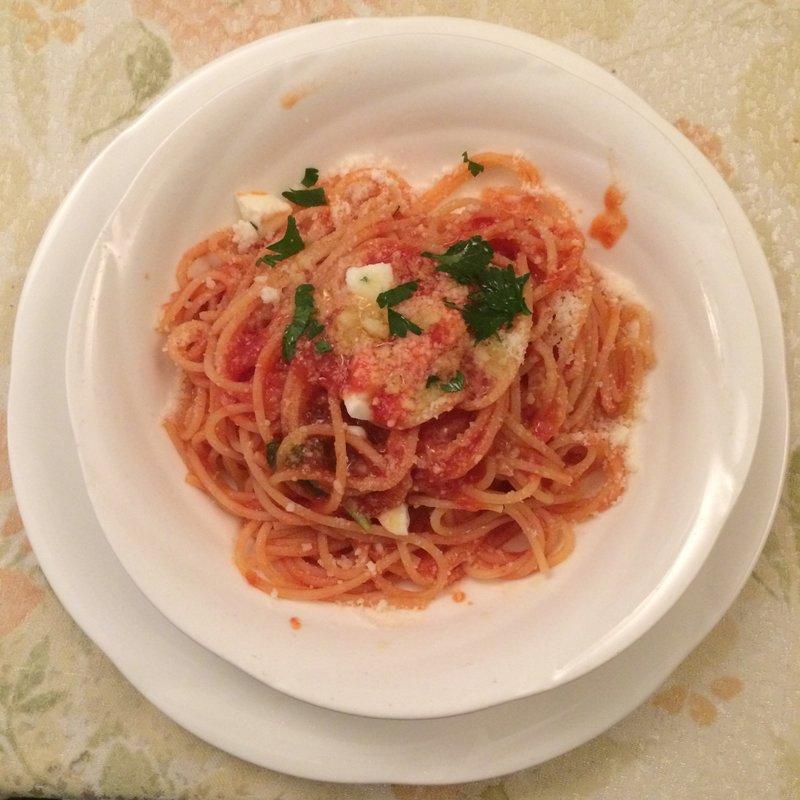スパゲッティバジリコモッツァレラトマトソース