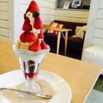 バニラ風味薫る濃厚ソフトクリームとたっぷり苺のパルフェ(シルクレーム 渋谷店 (SILKREAM))