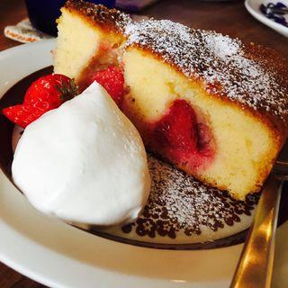 季節のケーキとエスプレッソブレンドコーヒー(KUPPI)