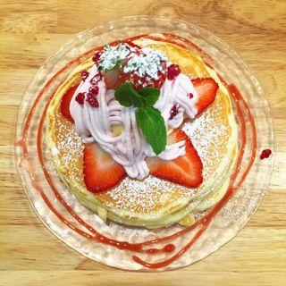 苺づくしのパンケーキ(季節限定)(ミツバチ キッチン (38 mitsubachi Kitchen))