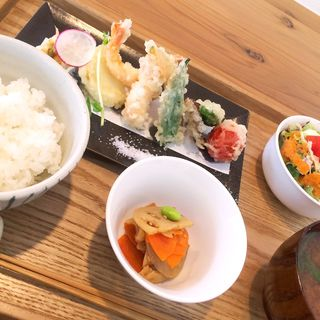 海老と野菜の天ぷら定食(ヒトサラ (HITOSARA))