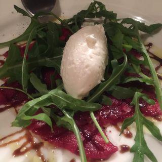 桜肉とモッツァレラクリームのカルパッチョ(レッドペッパー 表参道店 (RED PEPPER))