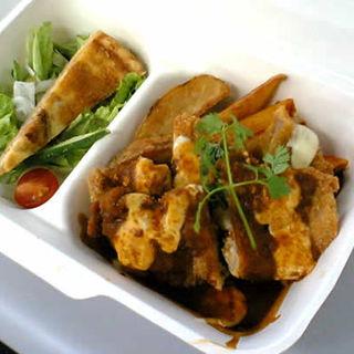 チキンカツレツと香味野菜のデミグラスソース(CENTRAL)