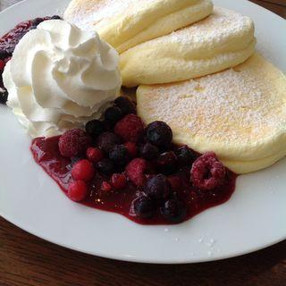 ベリーミックスパンケーキ(茶房かのん)