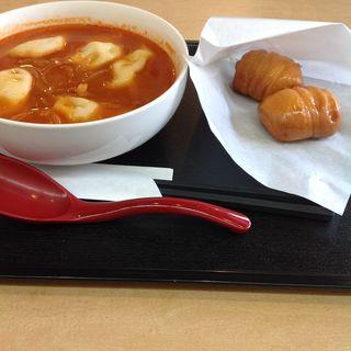 チーズ入り水餃子セット(トマトのピリ辛スープ)花巻つき(縁むすび)
