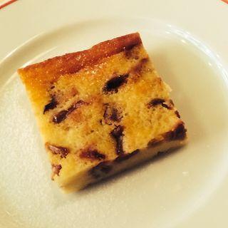 ドライフルーツのケーキ(パリのワイン食堂)