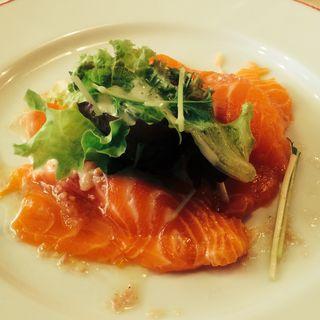 サーモンのマリネ(パリのワイン食堂)
