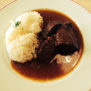 牛タン先の赤ワイン煮(パリのワイン食堂)