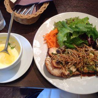 チキンとキノコのタルティーヌ(パンプキンスープをセットで注文)(進々堂 北山店)