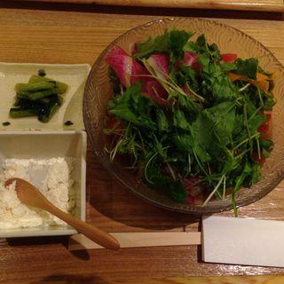 アボガド野菜サラダ蕎麦(信州松本ヒカリヤ  )