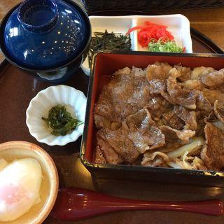 淡路島牛丼セット(淡路ごちそう館 御食国 (あわじごちそうかん みけつくに))