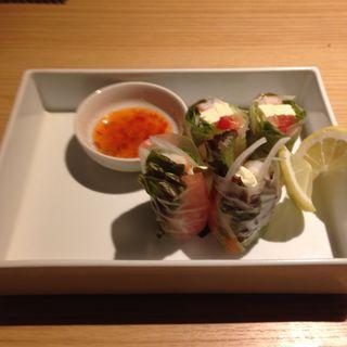 海老とクリームチーズ・野菜の生春巻き  スィートチリソース(川村料理平)