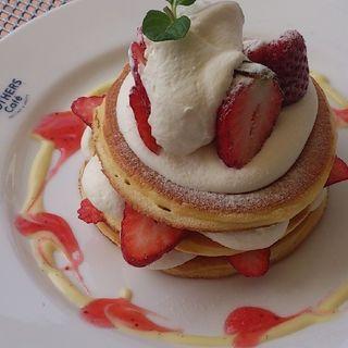 たっぷり苺のパンケーキ(ブラザーズカフェ なんば店 (BROTHERS Cafe))
