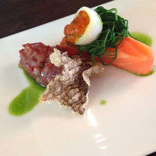 タスマニア産オーシャントラウトのコンフィ いくら うずらの卵 ラタトゥイユ(W.W -World Wine-)
