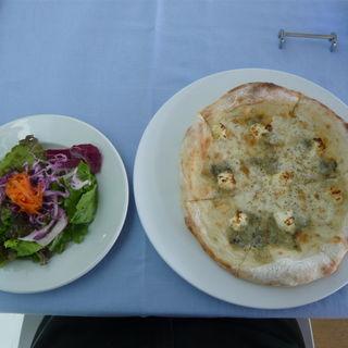 自家製ピッツァセット(四種のチーズのピザ)(アクアマーレ(神奈川県横須賀市))