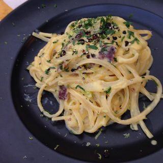 スパゲティ 塩レモンと大原地卵のカルボナーラ