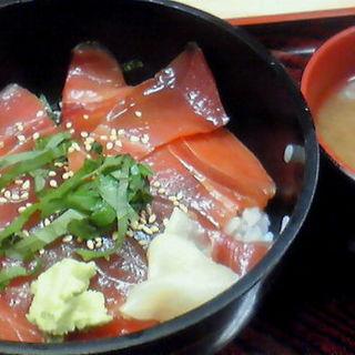 マグロの漬け丼(めし処 魚代)