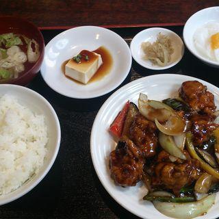 黒酢酢豚定食(中国名菜 錦)