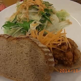 ランチ キーマカレーとサラダ(Pinoli Bakery & Cafe)