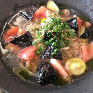 やわらか唐黍牛の白醤油煮とあげなす、トマトのあんかけうどん(カフェ中野屋)