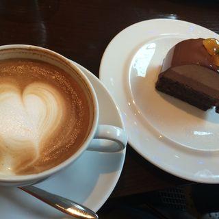 カフェオレとケーキのセット(カフェオハナ)