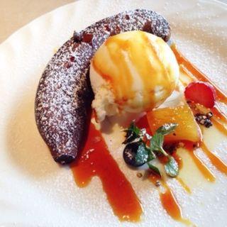 有機バナナのオーブン焼き クローブ風味バニラアイス添え(Chef Suda パリの食堂)