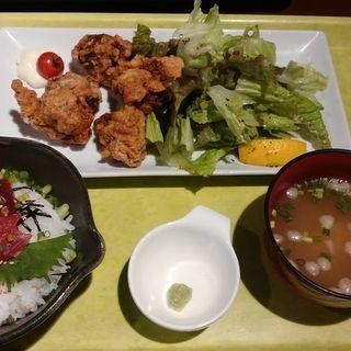 とり唐と鉄火丼のセット(949(くしきゅう)宇都宮東口店)