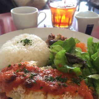 チキンのチーズパン粉焼き トマトソース(cafe restaurant vogue ruby)
