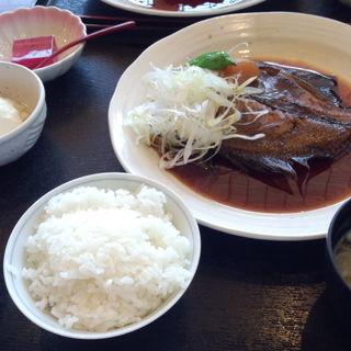 鮮魚の煮付け定食(えぼし)