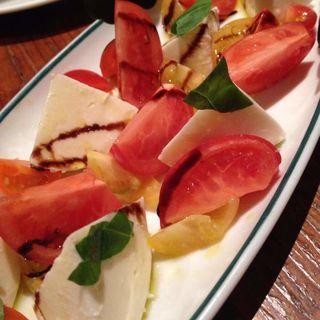 フルーツトマトとモッツァレラチーズのカプレーゼ(ブルックリンパーラー新宿)