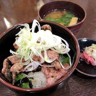 豚丼小(食堂とん)