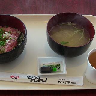 ねぎとろ丼、海鮮汁(アクアワールド茨城県大洗水族館 まぐろどんどん)