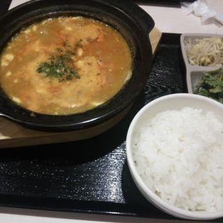 カレー純豆腐チゲセット(純豆腐専門店ゼスン食堂)
