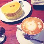 クラッシック・バターミルクパンケーキ + カフェラテ