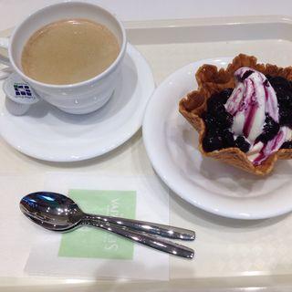 ブルーベリーサンデーとコーヒー(カフェ・ディ・フェスタ (Caffe di FESTA))