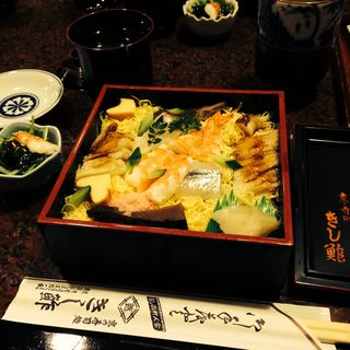 ちらし寿司(きし鮓 (きしずし))