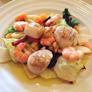 帆立貝柱と小海老・洋野菜のガーリックオイル焼き