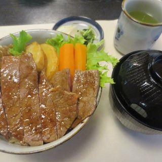 ステーキ牛丼(二光堂 寶来亭 (宝来亭 ほうらてい))