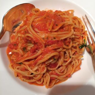 完熟トマトソースのタリオリーニ(AGIO)