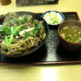 肉どんぶり(そば処まる栄)