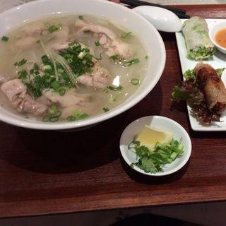 セットメニュー A-set 鶏肉のフォー 生春巻 揚げ春巻(ベトナムレストラン JASMINE PALACE 横浜店)