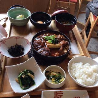 赤味噌仕立ての鶏の味噌すき焼き(菜な 丸の内店 )