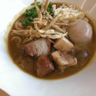 豚の角煮と味玉子のカレーうどん 牛蒡フリット添え(カフェ中野屋)
