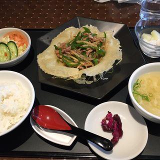 青椒肉絲定食(東春閣つかしん店)