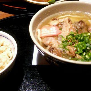 トロトロ軟骨ソーキそば(ぱいかじ 新宿新南口店 )