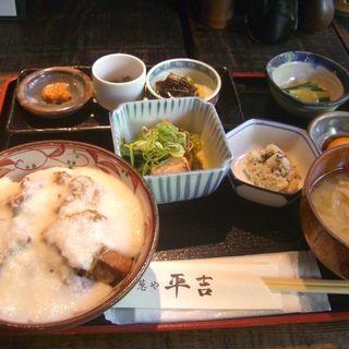 豚の角煮とろろご飯 (葱や 平吉)