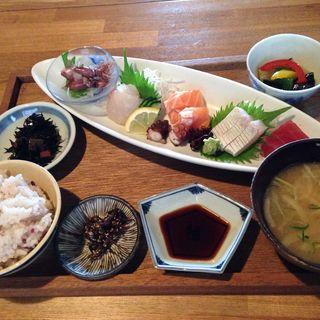 お肉とお魚の日替わり定食 (KAZIカフェ)