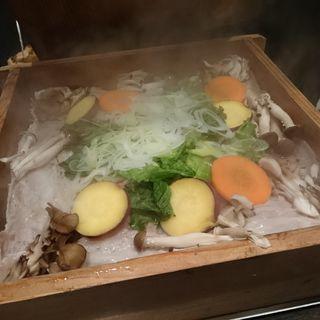 季節野菜と霧島豚のせいろ蒸し